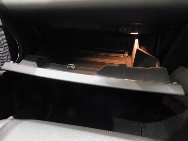 ベースグレード 180PS D180 7人乗 ブラックパック 18インチブラックAW ドライブパック 液晶メーター クリアサイトミラー 接触充電 スマートフォンパック プライバシーガラス 本革・電動シート クリック&ゴー(38枚目)