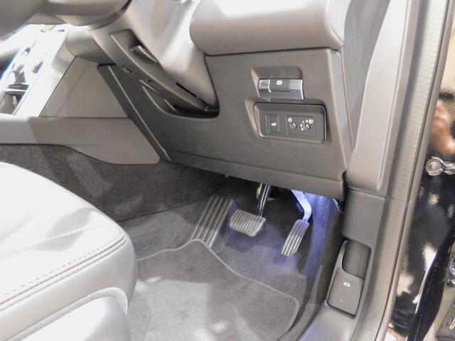 ベースグレード 180PS D180 7人乗 ブラックパック 18インチブラックAW ドライブパック 液晶メーター クリアサイトミラー 接触充電 スマートフォンパック プライバシーガラス 本革・電動シート クリック&ゴー(49枚目)