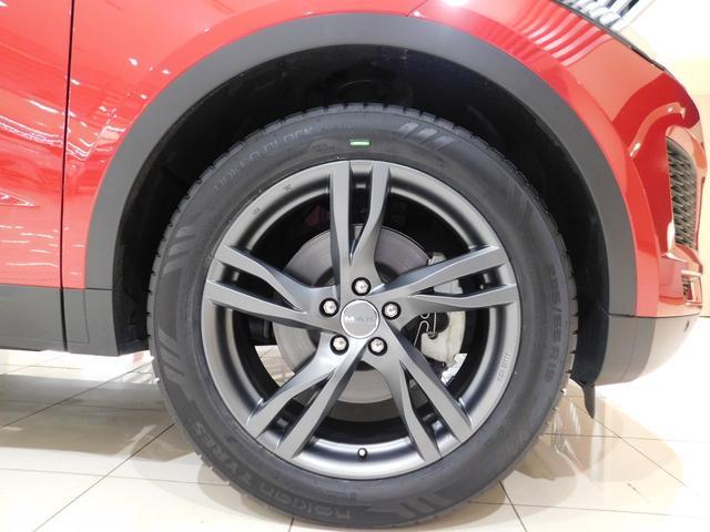 標準仕様の17インチ10スポーク【スタイル1005】を装備しています。タイヤサイズは235/65R17です。