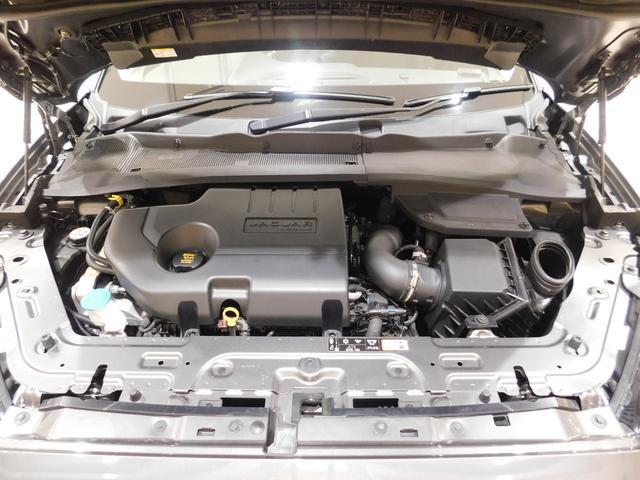 インジ二ウム2.0リッター4気筒ターボ・クリーンディーゼル。最高出力180ps、最大トルク430N・m(カタログ値)の力強いオールアルミエンジンは、新設された自社工場で生産されています。