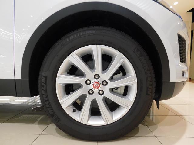 【S】では標準仕様となる、18インチ9スポーク【スタイル9008】を装備しています。タイヤサイズは235/60R18です。