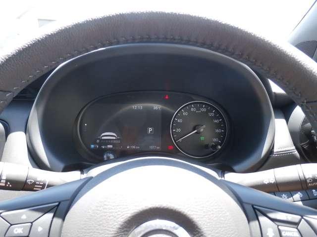 スピードメーターやエコモードインジケーターに加え、ドライブコンピューター機能搭載のアドバンスドドライブアシストディスプレイ(7インチカラーディスプレイ)。