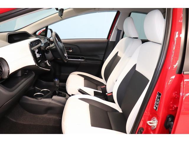 フロントシート周りになります。シートのシワ・汚れ その他、室内の臭い等は必ず現車をご覧いただく際にご確認ください。
