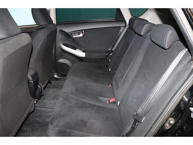 後部座席もゆったりと座れるスペースが確保できます☆足元も広々☆大人数でのお出かけも会話が弾みます♪