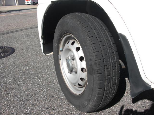 前のタイヤです。溝はしっかりと残っています☆