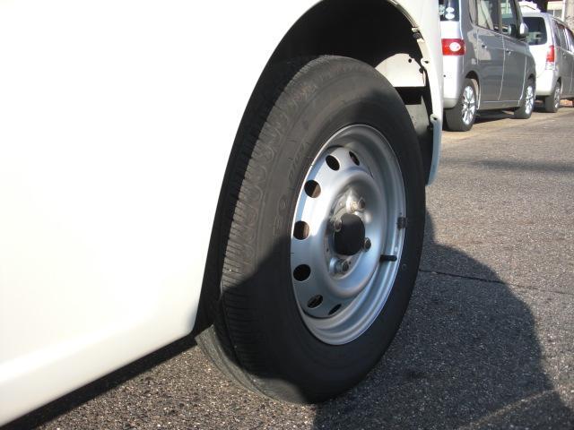 後ろのタイヤです。こちらも溝はしっかりと残っています☆