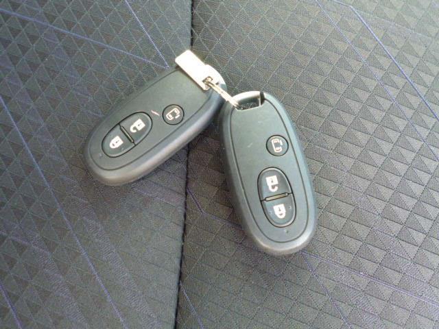 ハイブリッドMV クルーズコントロール パドルシフト シートヒーター 片側電動スライドドア 純正アルミ 2トーンルーフ 当店試乗車(18枚目)