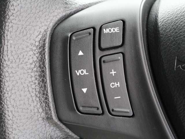 ハンドルにオーディオリモコンスイッチが装備されています。視点をそらすことなく、ボリューム調整・モード切替・放送局・曲飛ばしなどが可能です。