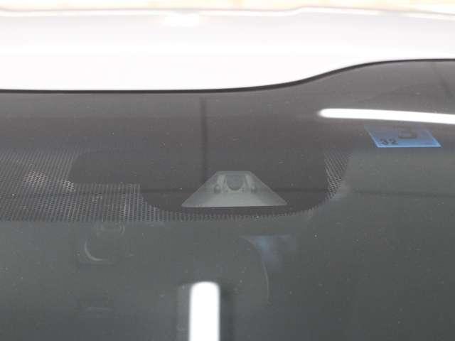 『HondaSENSING』常に「ミリ波レダダー」と「単眼カメラ」で状況を認識し、ドライバーをサポート。ドライブがもっと安心に、もっとラクになります。