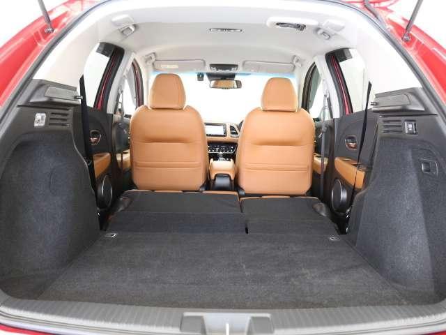 多彩なシートアレンジで広い荷室に早変わり。大きな荷物も安心です。簡単操作で倒せるシートもホンダならではの機構です。