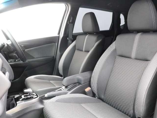 運転席は高さ調整がついており小柄な方でも視界良好です!