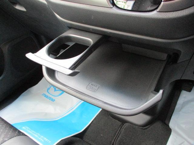 車内には各種収納機能もしっかりとあります。