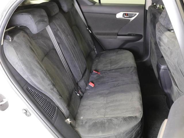 シンプルながら座り心地の良いシートです。ホールド感も良いので長時間のドライブでも疲れにくいですよ。