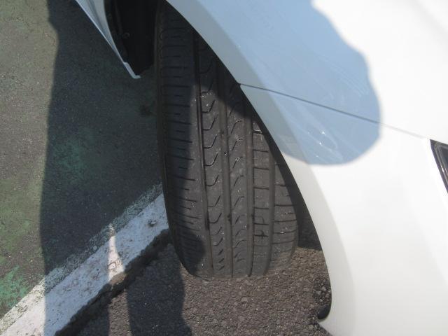タイヤの溝しっかりあります!!!当社では鈑金塗装、保険、整備、ウインドウフィルム、ガラスコーティングなども可能です!