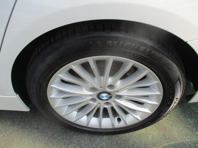 320iラグジュアリー D車 ターボ 1オーナー 走行45930キロ 17アルミ リアスモーク LEDライト フォグ 黒革シート パワーシート&シートヒーター クルコン HDDナビBモニETC アイドリングストップ 保証付(3枚目)