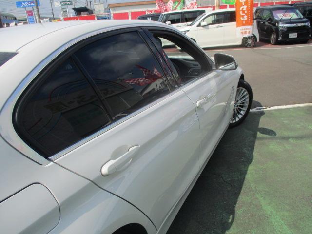 320iラグジュアリー D車 ターボ 1オーナー 走行45930キロ 17アルミ リアスモーク LEDライト フォグ 黒革シート パワーシート&シートヒーター クルコン HDDナビBモニETC アイドリングストップ 保証付(15枚目)