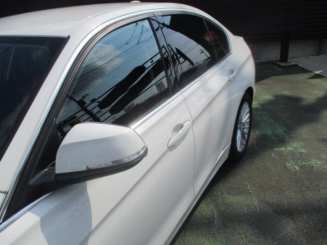 320iラグジュアリー D車 ターボ 1オーナー 走行45930キロ 17アルミ リアスモーク LEDライト フォグ 黒革シート パワーシート&シートヒーター クルコン HDDナビBモニETC アイドリングストップ 保証付(25枚目)