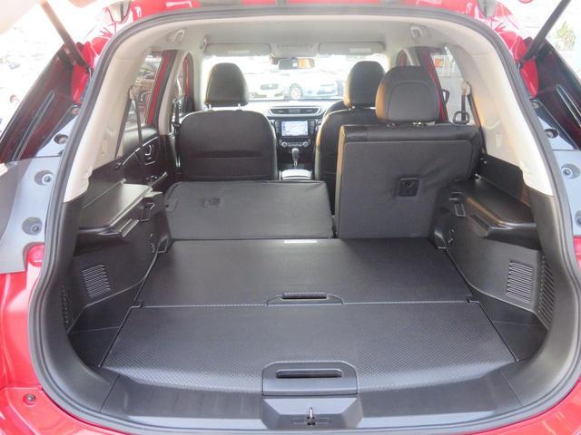 後部座席は60:40分割可倒式だから、用途に応じて荷物が入れられます。