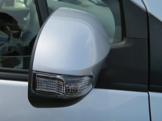 サイドターンランプ付きドアミラーです。安全性だけでなく、高級感を演出します!