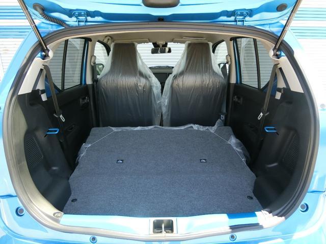 荷物が多いときはリヤシートを倒せば、さらに広い空間が生まれます。