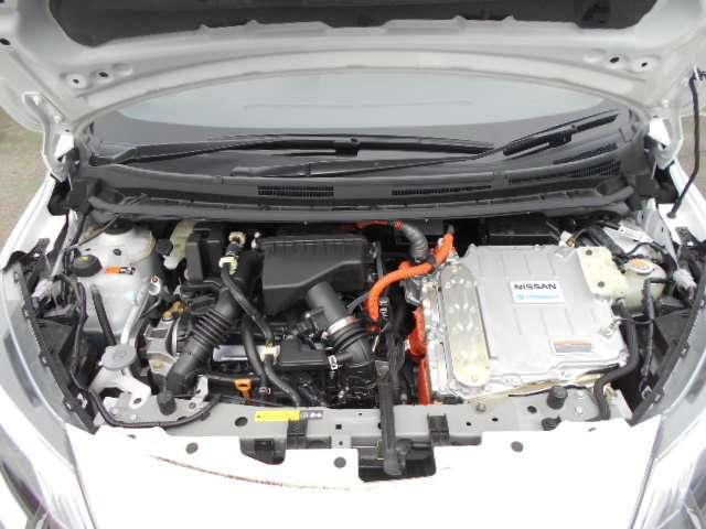 e-POWERはエンジンを発電専用にしてエンジンの作動時間を短縮。さらに、ごくわずかな減速でも回生エネルギーがとれるよう設定して、あらゆる走りのシーンで優れた燃費性能を発揮します。