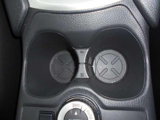 センターコンソール内に保温保冷機能を備えたドリンクホルダーを標準装備。手が届きやすい位置で使い勝手もGOODです。
