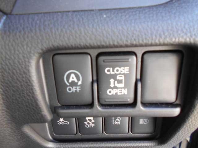 スライドドアは両手がふさがっていても、ボタンを押すだけでカンタンにオート開閉、インテリジェントキーからも操作できます。