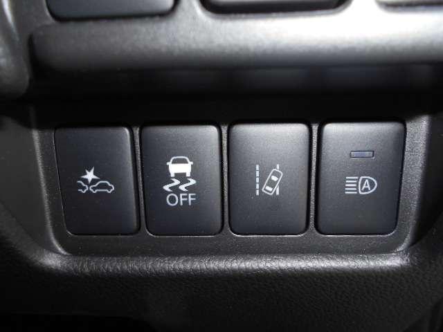 前方の車両や歩行者に対して衝突する可能性が高まると、衝突被害軽減ブレーキを作動させます。さらにペダルの踏み間違いによる急発進を抑制する踏み間違い衝突防止アシストを装備。