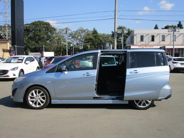 広い7人乗りの車内は、シーンに合わせて多様なシートアレンジが可能です。また、セカンドシートのスライド、リクライニング機構を採用し、サードシートへのスムーズな乗車も可能です。