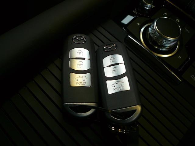 アドバンストキーレスは身につけていれば、スイッチひとつでドアの施錠・開錠が出来ます!エンジンスタートもスイッチを押すだけでOK☆取扱説明書やメンテナンスノートがそろっています。