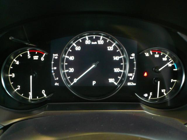 メーターは7インチマルチスピードメーター 走行安全に関わる情報をドライバーの視野の中心付近に集中させることで視線移動の低減と読み取りやすさを高めています。表示の切り替えも可能です。