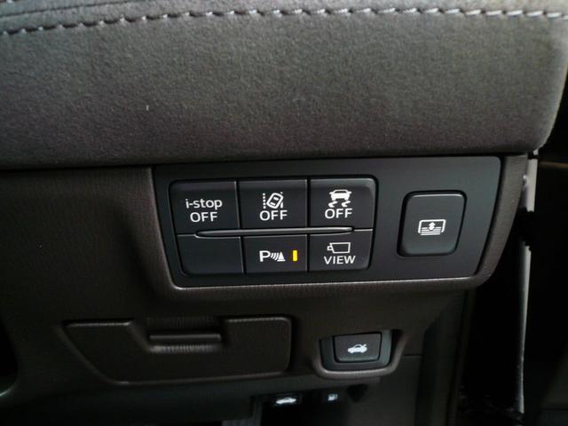 リアガラスには【サンシェード】付き!運転席からワンタッチ操作でOK!バックの際には自動的に格納になるドライバーにも優しい装備です。