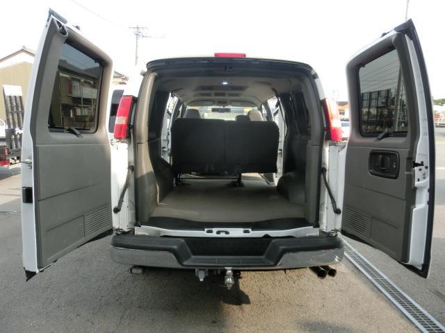 シボレー シボレー エクスプレス ベースグレード 3インチボディリフトアップ 両側観音 4WD
