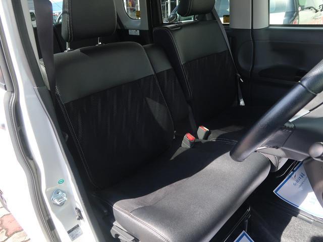 中央の隔たりが無い【ベンチシート】になっておりますので大人が二人乗っても広々お使いいただけます。