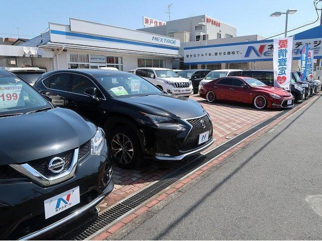 軽自動車やコンパクトカー、SUV車にミニバンなど人気のお車を常時50台以上在庫しております。
