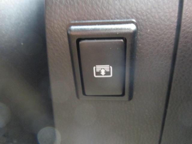 電動リヤサンシェード付きの車両になります!!後部座席にお乗りの方も日差しをシャットダウンでき快適にお乗り頂けますよ☆