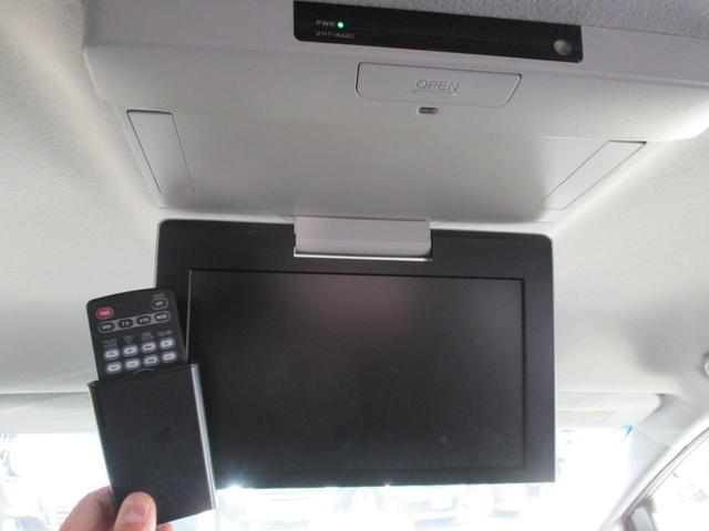 後席モニターも装備されていますので後部座席にお乗りの方も退屈することなくドライブを楽しむことが出来ますよ♪