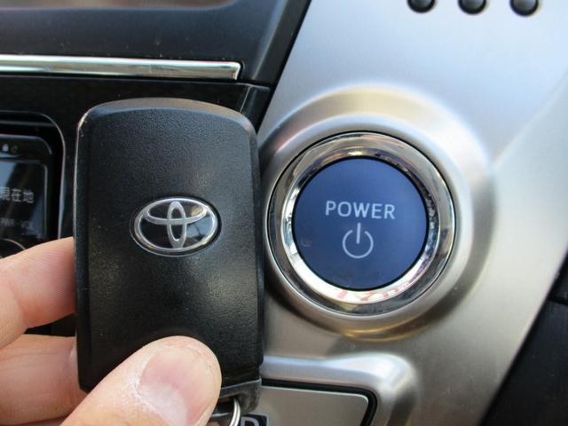 スマートキーになっております☆かばんやポケットにキーが入っていれば、キーを出さずにドアの開閉ができます☆もちろんエンジン始動もできますよ!