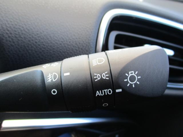周囲の明るさを感知してライトが点灯する便利なオートライト機能もございます☆
