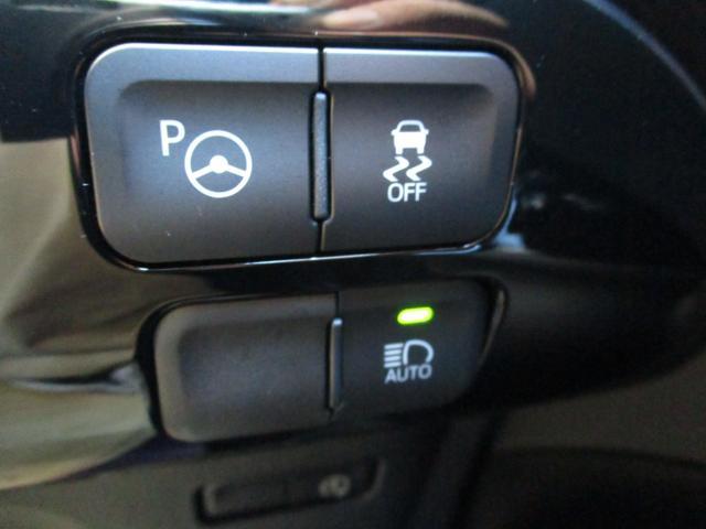 横滑り防止装置や周囲の明るさを感知してライトが点灯する便利なオートライト機能もございます☆