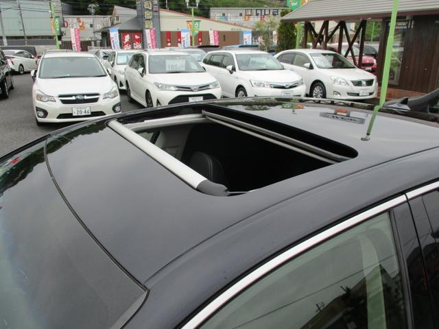 高級車には必須アイテムのサンルーフ付きのお車になります!!