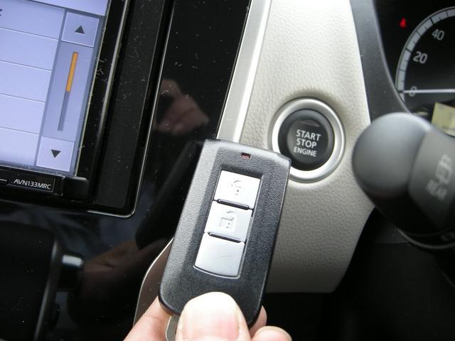インテリキー装備で鍵を出さなくてもエンジンの始動・鍵の開閉が出来きますよ!