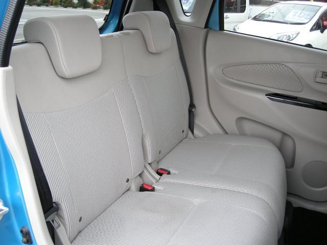 後部座席も広くみんなでドライブも楽しめますよ!