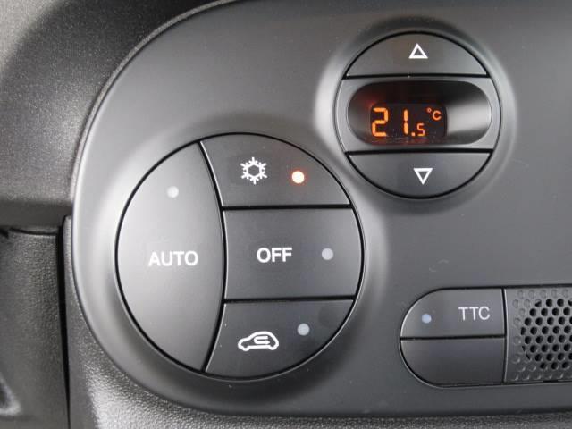 コンペティツィオーネ ディーラー車 右ハンドル メモリーナビ キーレス クリアランスソナー バックモニター パドルシフト Bluetoothオーディオ 純正AW オートAC(8枚目)