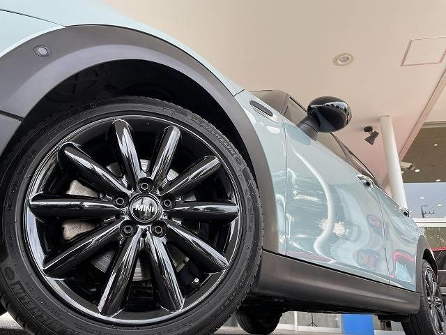 アイスブルーブラックエディション 380台限定車 6MT 純正ナビ インテリジェントセイフ バックカメラ 追従クルーズコントロール パーキングサポート 禁煙車 1オーナー LEDライト コンフォートアクセス(16枚目)