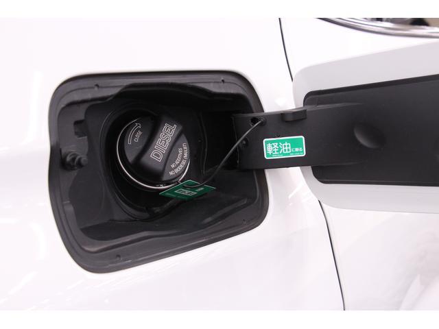 給油口です。給油口はボディと同色のため、目立ちにくいデザインです。燃料は、軽油専用です。燃費が良く、トルクがあります。タンク容量は、67Lです。