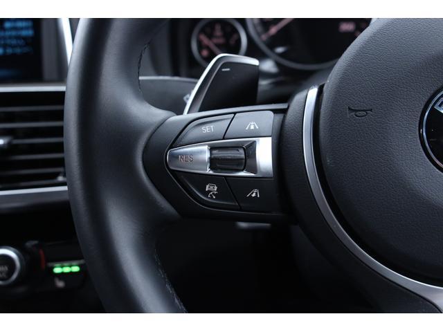 追従機能付クルーズコントロールの操作ボタンです。ハンドル左部分に装備されています。一定速度で走行し、前車に合わせて減速します。高速道路利用時にも便利な機能です☆