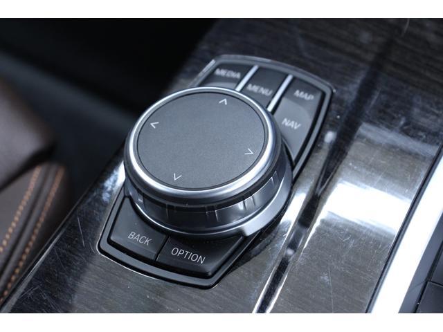 アイドライブです。ナビ、オーディオなど車内機能のコントローラーです。コンパクトなサイズ感なので邪魔にもなりません。