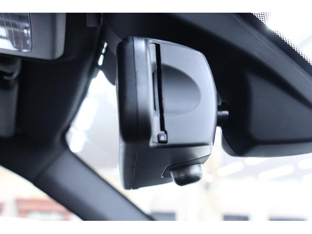ETCです。料金所の通過もスムーズです。高速道路利用時にはかかせない装備です。ルームミラー裏に装備されています。目立ちにくい位置なので防犯面も安心です。