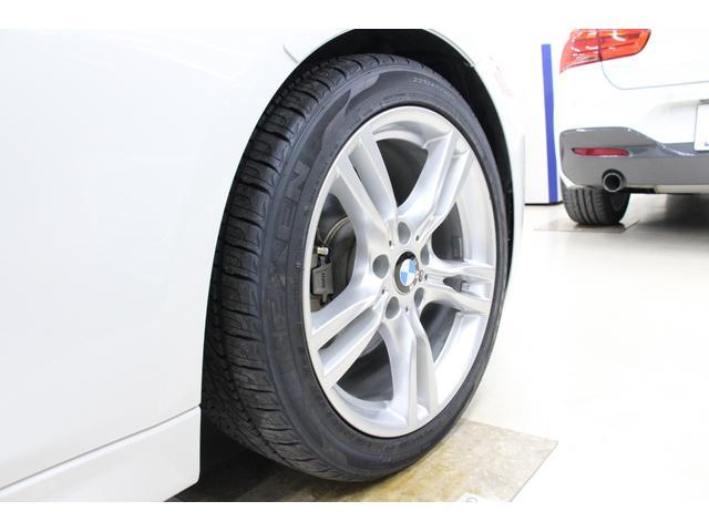 タイヤサイズは、フロント225/45R18、リア255/40R18です。安定感もありスポーティな走りが可能です。
